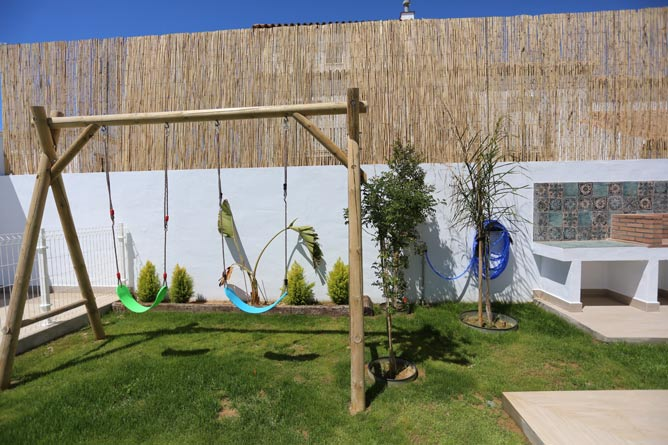 piscina y jardin del chalet