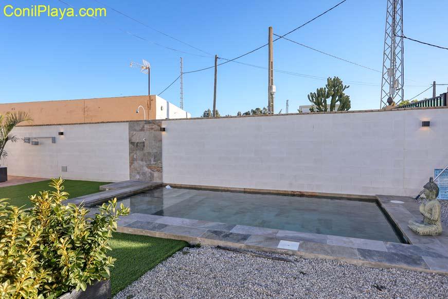 chalet en Conil en alquiler con jardín y piscina