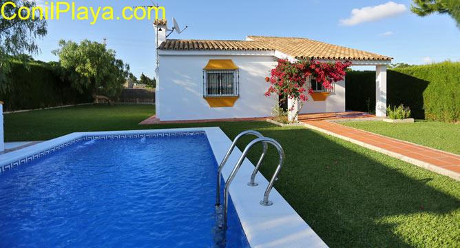 Chalet con piscina privada y amplio jardín