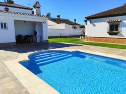 Alquiler de Chalet en Conil para 6 personas (max 6) Con piscina.