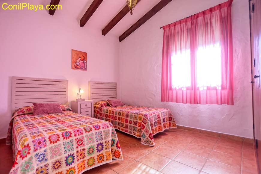 El segundo dormitorio dispone de dos bonitas camas individuales.