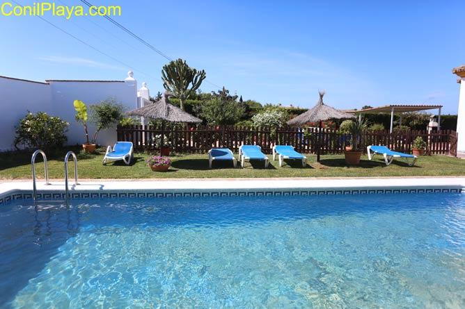 foto del chalet en Roche Viejo en alquiler con piscina privada