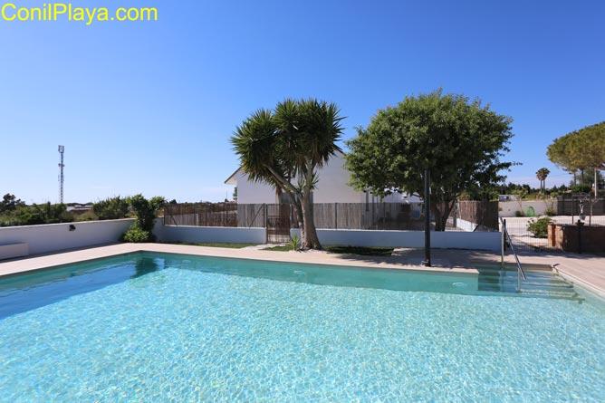 casa en Conil con piscina y amplio jardin