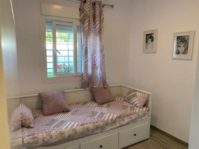 dormitorio con cama-nido