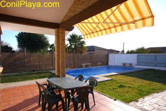 porche y piscina