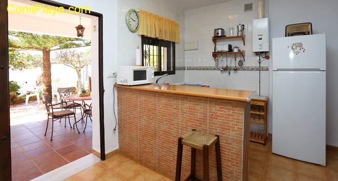 mesa de la cocina y distribuidor
