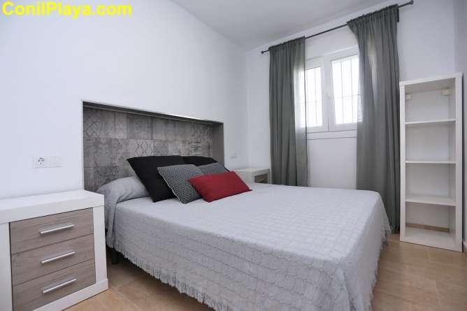 cama del dormitorio principal