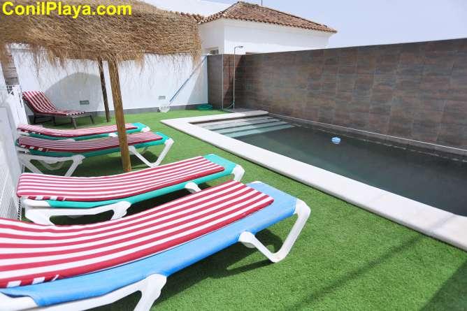tumbonas de la piscina