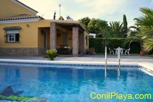 piscina y la casa