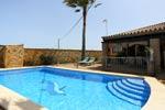 Ver las fotos del chalet en Conil con piscina, en Los Majadales de Roche, junto al pinar.