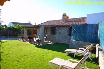 Chalet con piscina y jardin muy tanquilo cerca de Conil