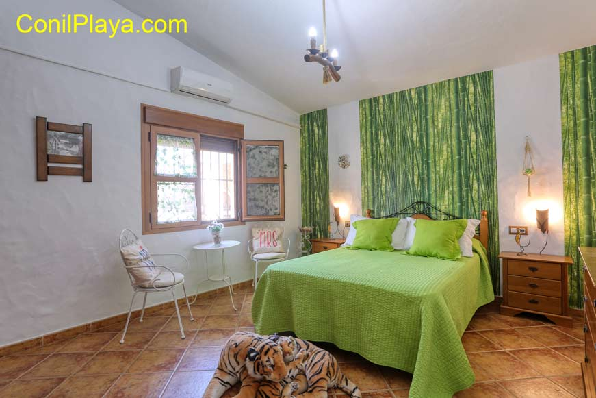 dormitorio principal con mosquitera