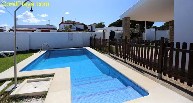 piscina privada con escalones
