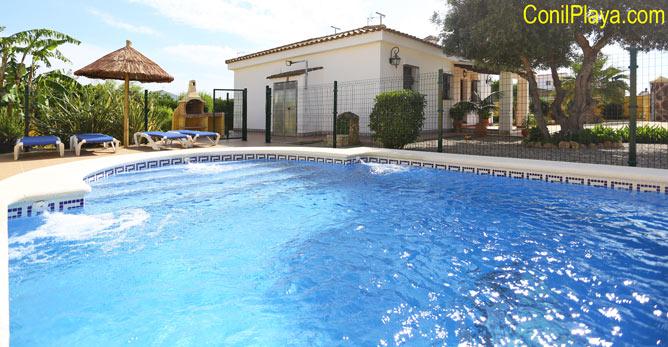 chalet con piscina vallada