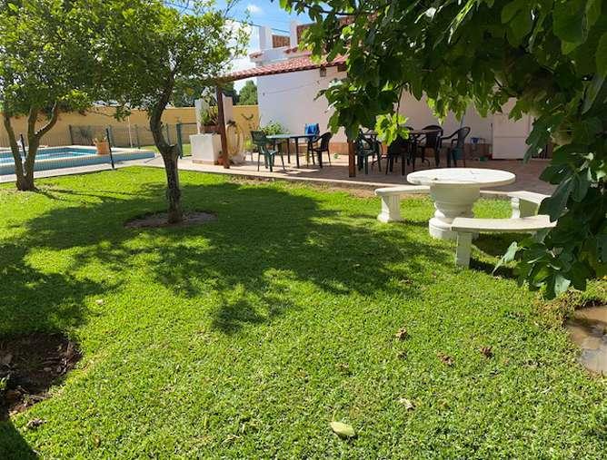 jardín con sombra