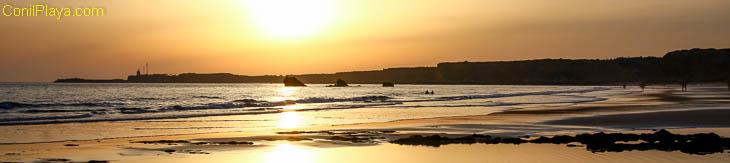 Playa de Conil: La Fuente del Gallo, las Tres Piedras