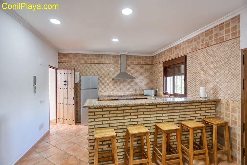 barra de la cocina con asientos