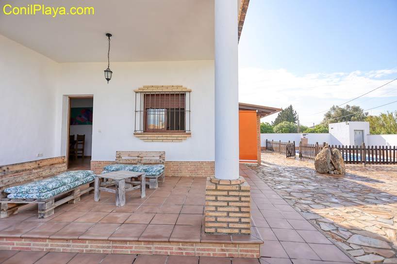 mesa y sillas del porche