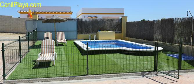 piscina del chalet en Conil