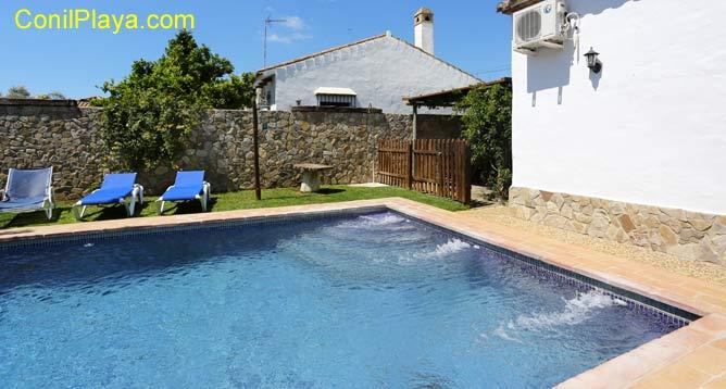 chalet con piscina privada en Conil