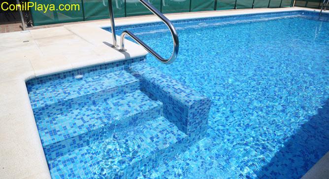 acceso a la piscina