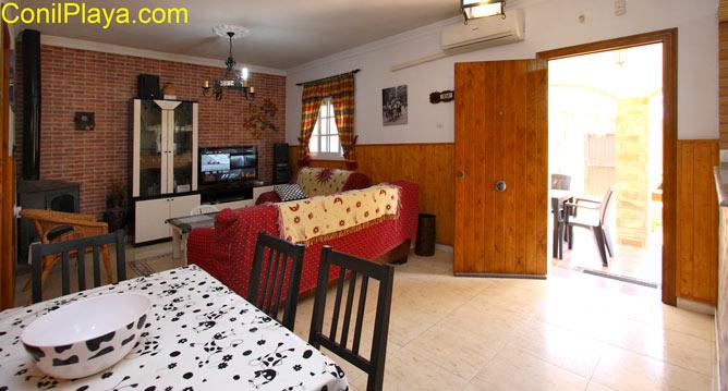 salón comedor con aire acondicionado