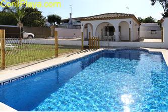 Vista de la piscina del chalet en La Dehesa de la villa