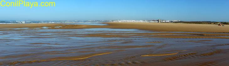 Playa del palmar con Conil al fondo