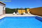 2 dormitorios,6 personas. Chalet con piscina privada situado a unos 5 minutos de la playa en Coche. Cerca de la Fuente del Gallo y de las Calas de Conil. 2 dormitorios y capacidad hasta 6 personas. Barbacoa, piscina privada, porche. Muy tranquilo.