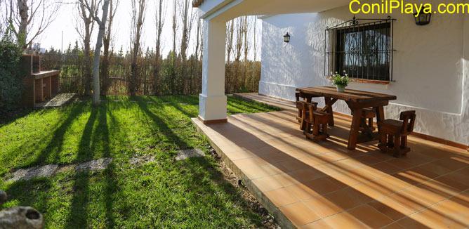 jardín y el porche