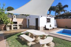 Casa rústica en alquiler, cerca de Conil de la Frontera. Dispone piscina.