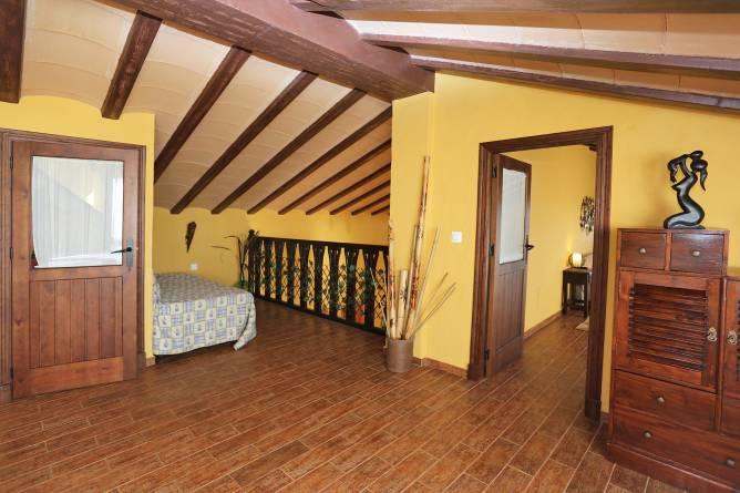 Planta superior donde se encuentra el dormitorio principal y el Jacuzzi.