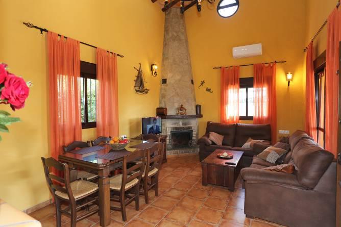 Vista de la cocina y la planta superior de la casa.