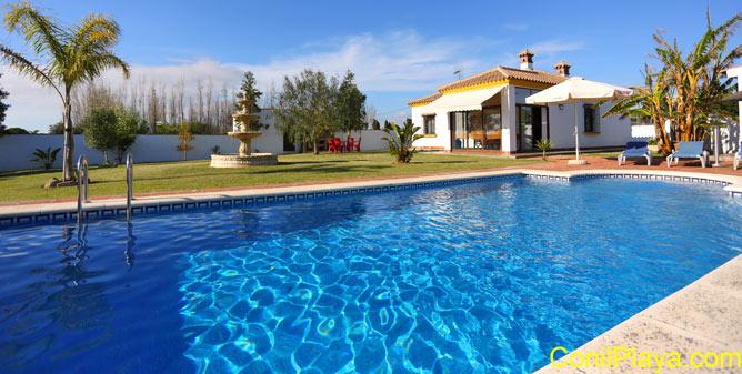 chalet en Conil con piscina en alquiler