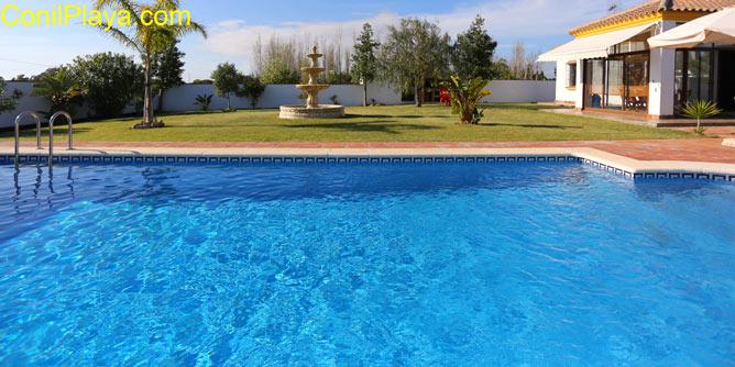 piscina y el chalet