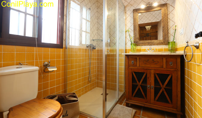 ducha del cuarto de baño del dormitorio prinicipal