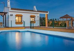 Casa rural con piscina en Conil, en Barrio Nuevo. Ideal para pasar unas vacaciones de verano tranquilas.