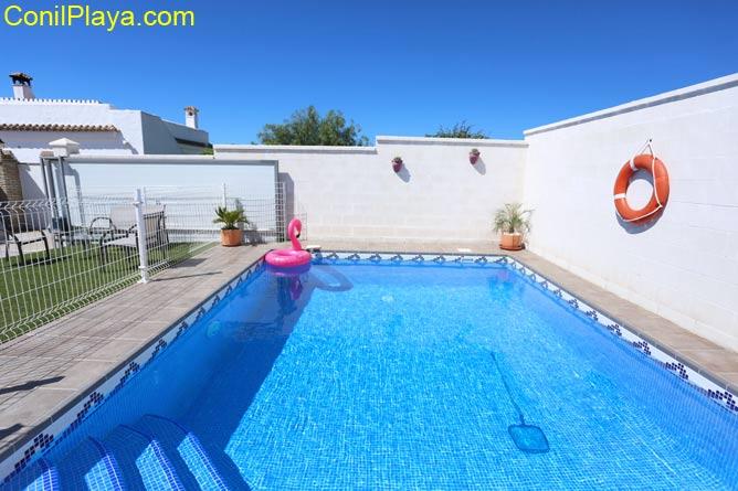 piscina privada escalones