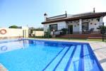 3 dormitorios,6 personas. Estupendo chalet con piscina privada situado a unos 6 minutos en coche de las playas de Conil. Barbacoa, porche, muy tranquilo.
