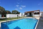 2 dormitorios,4 personas. chalet con piscina privada cerca de urbanización Roche. Barbacoa, porche, aparcamiento privado cubierto. A 6 minutos de las playas de Roche.