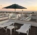 1 dormitorios,2 personas. Estupendo estudio con terraza y excelentes vistas de Conil de la Frontera muy cerca de la playa andando. 1 dormitorios para 2 personas con wifi y aire acondicionado.
