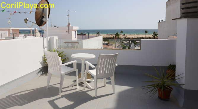 Estudio con terraza con vistas al mar