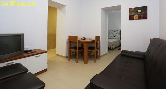 estudio con 2 camas individuales