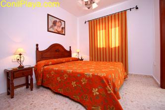 dormitorio principal muy amplio y con cuarto de baño.