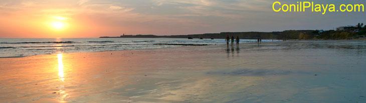 Atarceder en la playa de la Fuente del Gallo, Conil.