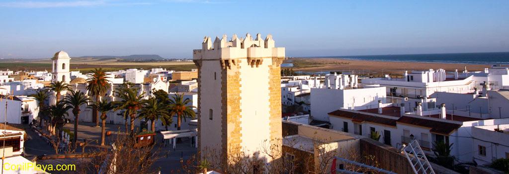 Conil. Torre de Guzman e Iglesia de Santa Catalina.