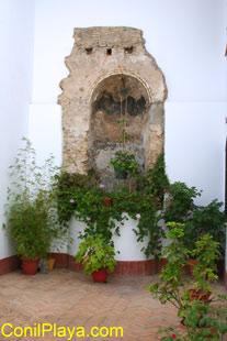 Antiguo pozo en el Mesón del Duque, en la calle Virgen.