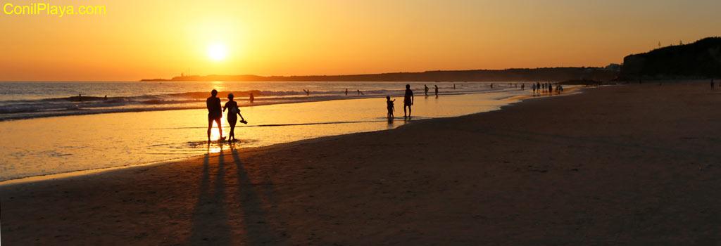 Atardecer en Conil, en la playa de la Fontanilla