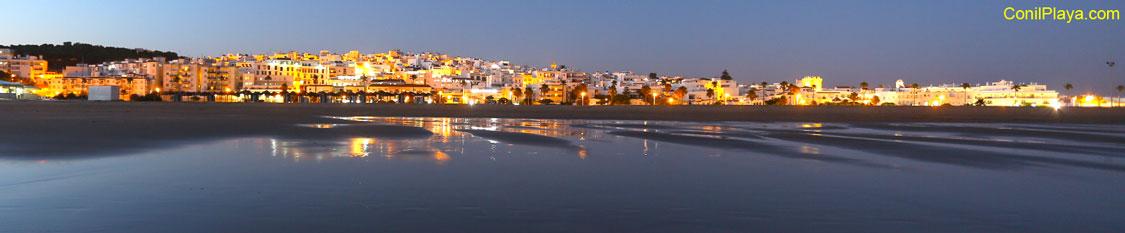 Conil de Noche Visto desde la playa
