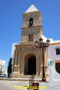 Puerta de entrada a la iglesia de Conil.
